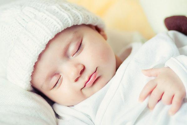 <em>Mẹ nên cho trẻ ngủ đủ giấc và đảm bảo một giấc ngủ dễ chịu nhất cho trẻ hằng đêm</em>