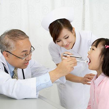 Trẻ sức đề kháng kém thường xuyên bị ốm vặt